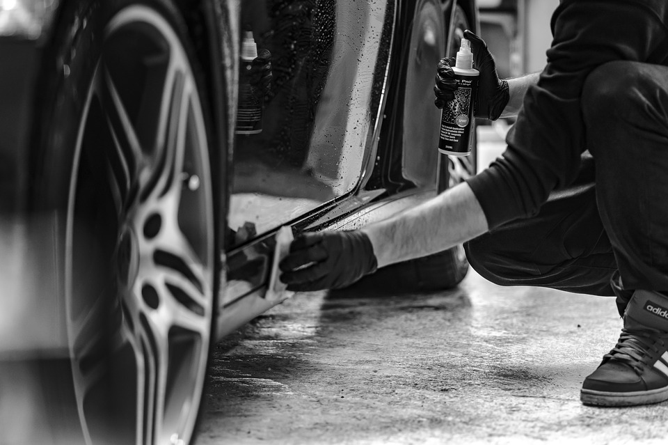 applying car sealants